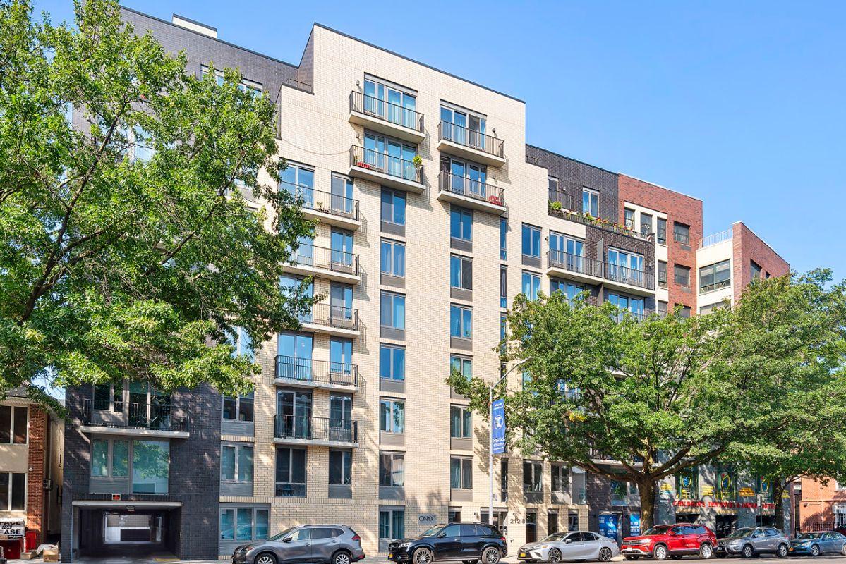 Onyx Square, 2128 Ocean Avenue