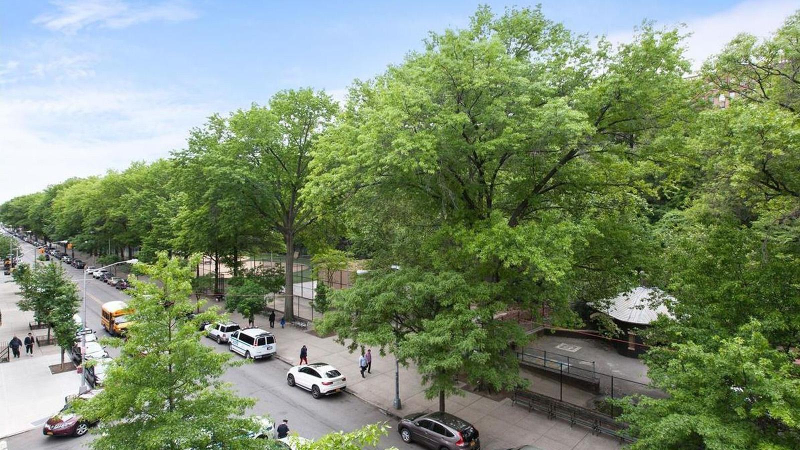 214 Bradhurst Avenue