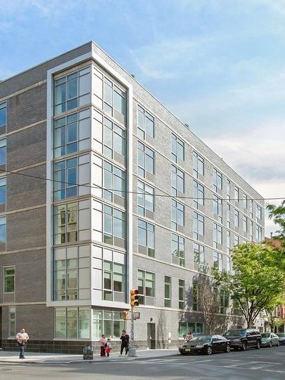 Hub Avenue B, 185 Avenue B