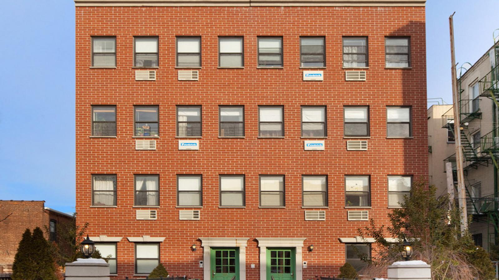 Russell Court, 171 Engert Avenue