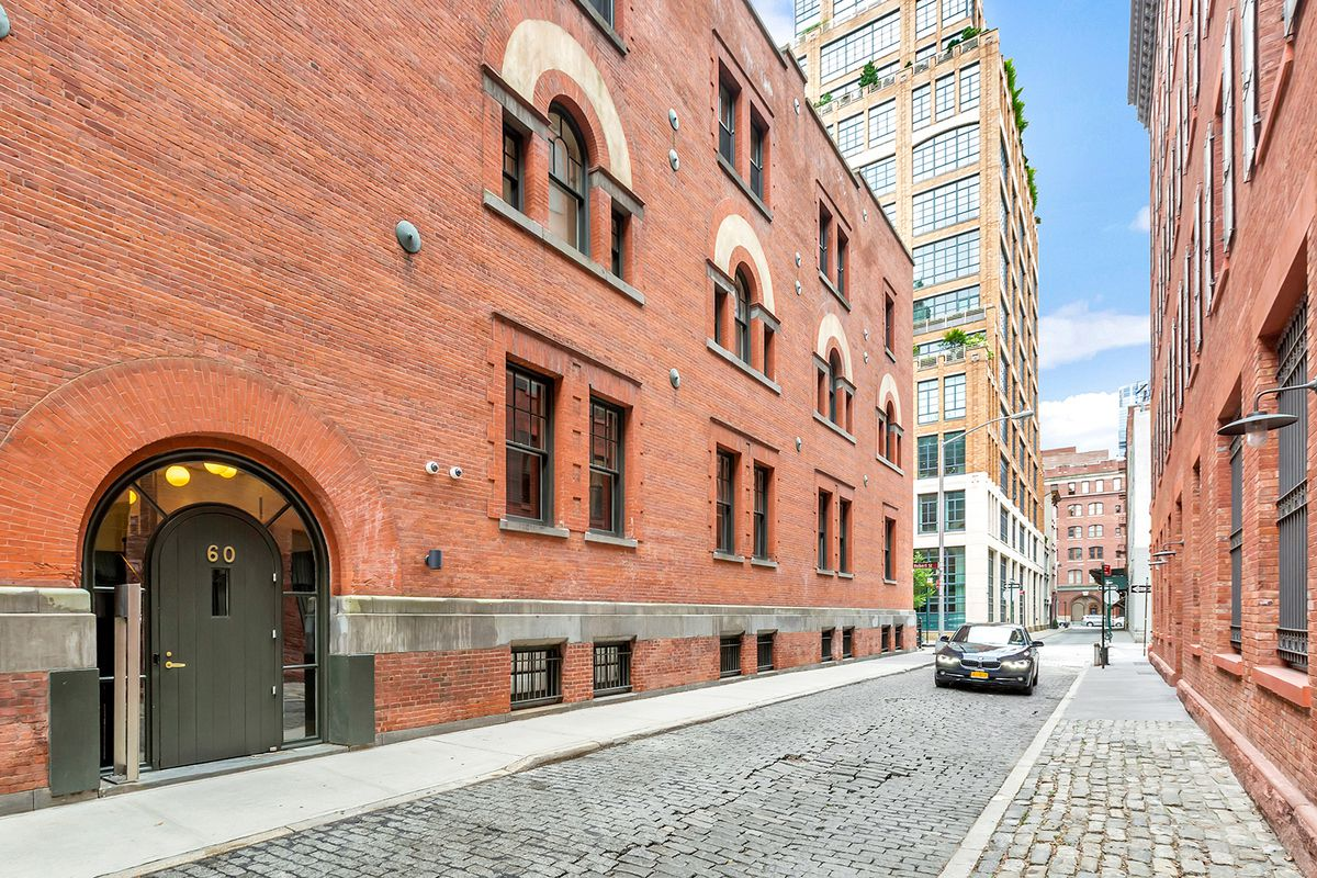 The American Express Carriage House, 60 Collister Street
