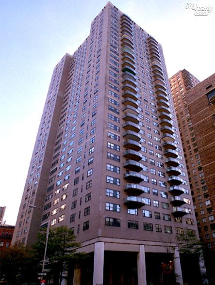 Georgetown Plaza - 60 East 8th Street