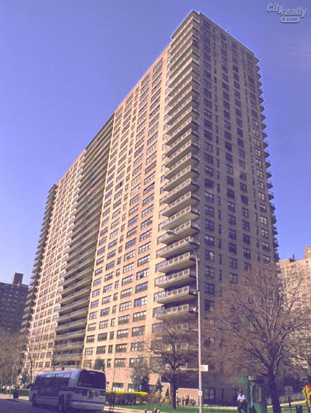 Lincoln Towers, 140 West End Avenue