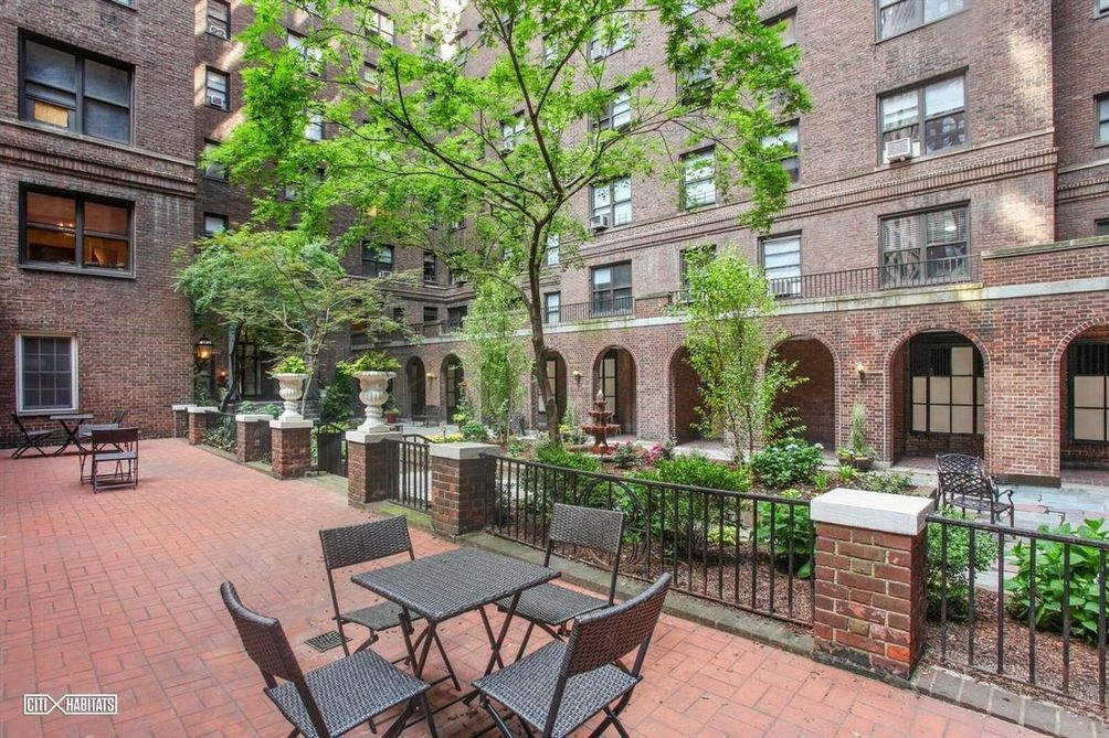 Outdoor courtyard at The Buchanan, 160 East 48th Street.