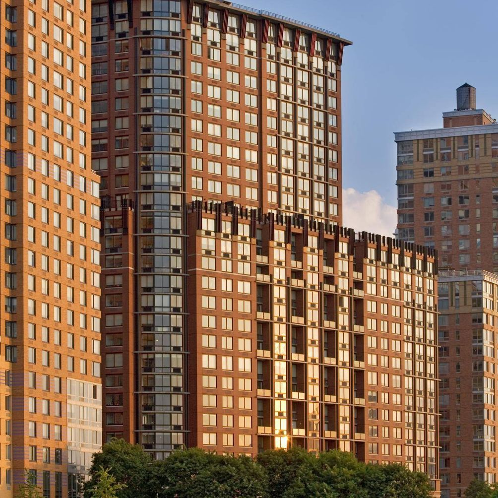 Tribeca Park Is A Modern 27 Floor Rental In Battery City Built And Managed By The Related Companies Designed Renowned Robert M Stern