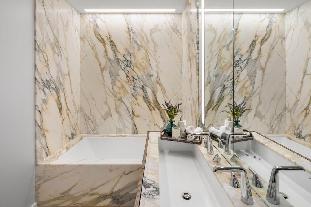 Master Bathroom, Marble, 121 East 22nd Street, OMA New York, Shohei Shigematsu, Rem Koolhaas, Toll Brothers, Gemdale
