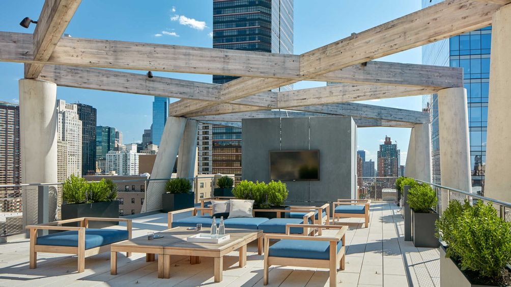 The roof deck at 20-story rental tower 170 Amsterdam Avenue
