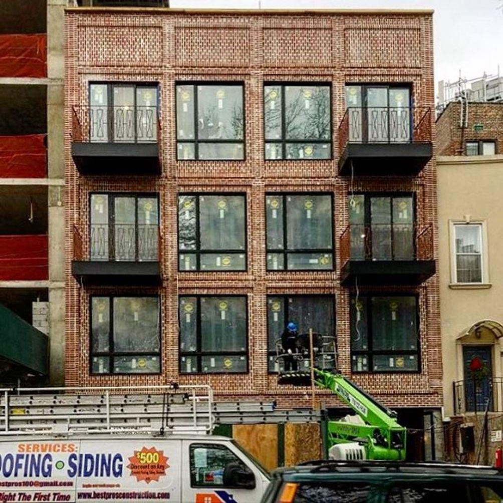 239 Hawthorne Street exterior