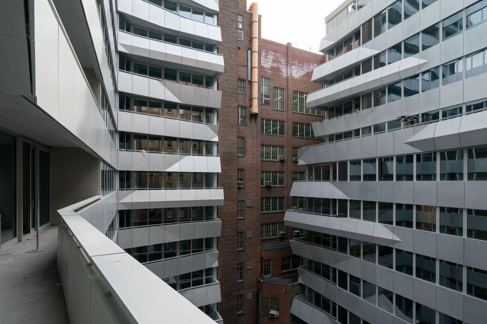 Balconies, Courtyard, 121 East 22nd Street, OMA New York, Shohei Shigematsu, Rem Koolhaas, Toll Brothers, Gemdale