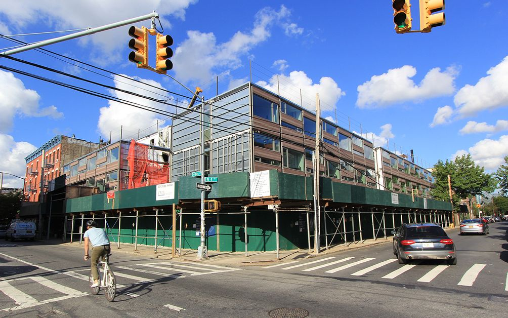 Modular Pod Hotel Coming Together On Driggs Avenue In Williamsburg Cityrealty