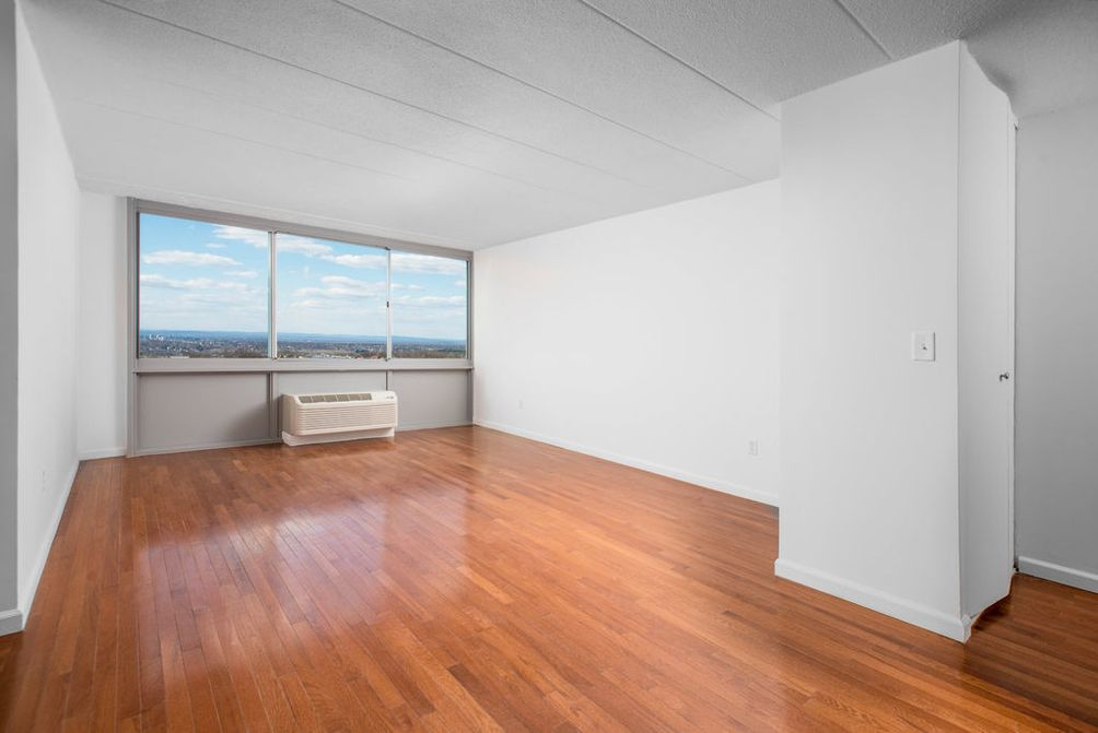 Fort Lee 39 S 39 1350 Fifteenth 39 Offering Newly Renovated Apartments With One Month Free Cityrealty