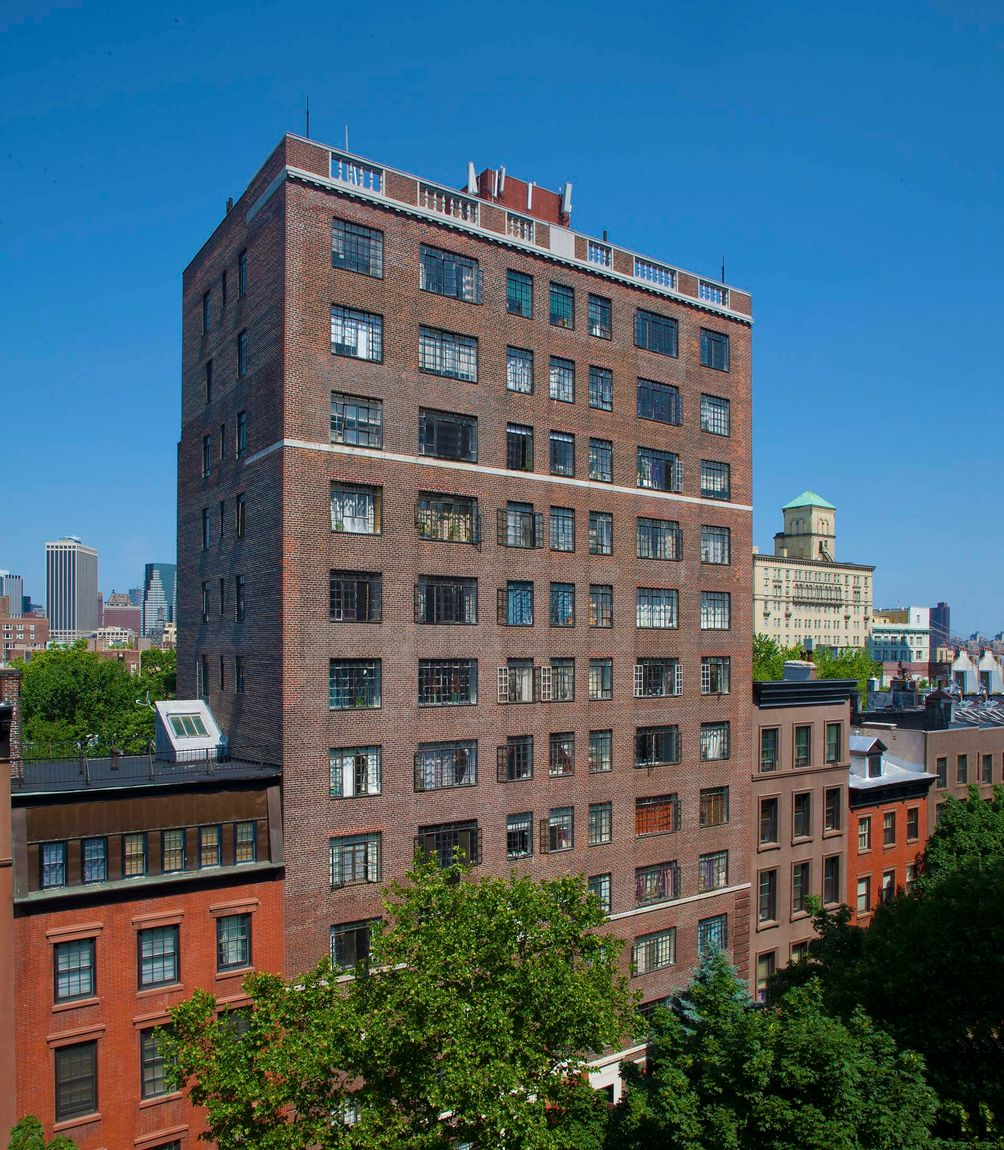 Reimagined prewar apartments at 25 monroe place in for Buy apartment brooklyn ny