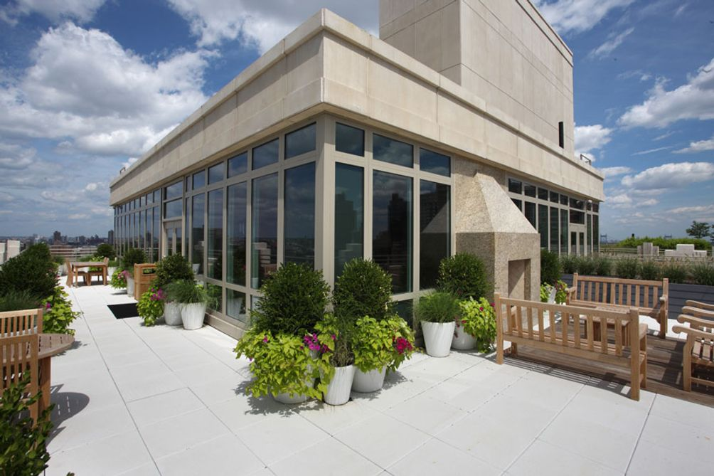 The landscaped rooftop at 1510 Lexington Avenue in Carnegie Hill