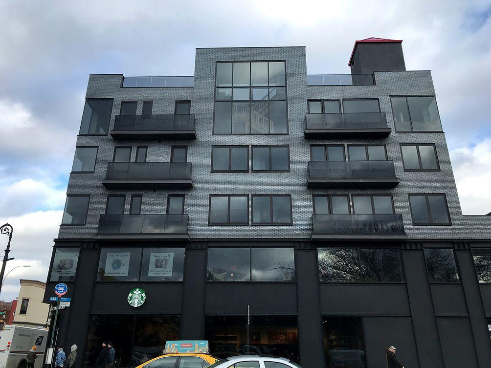 906 Lorimer Street building exterior
