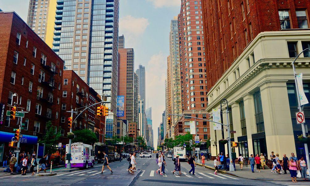 6th Avenue, Chelsea Stratus, Andreas Komodromos