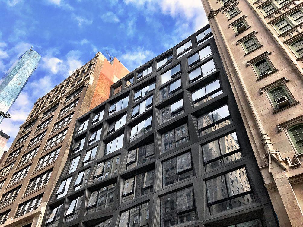 121 East 22nd Street exterior
