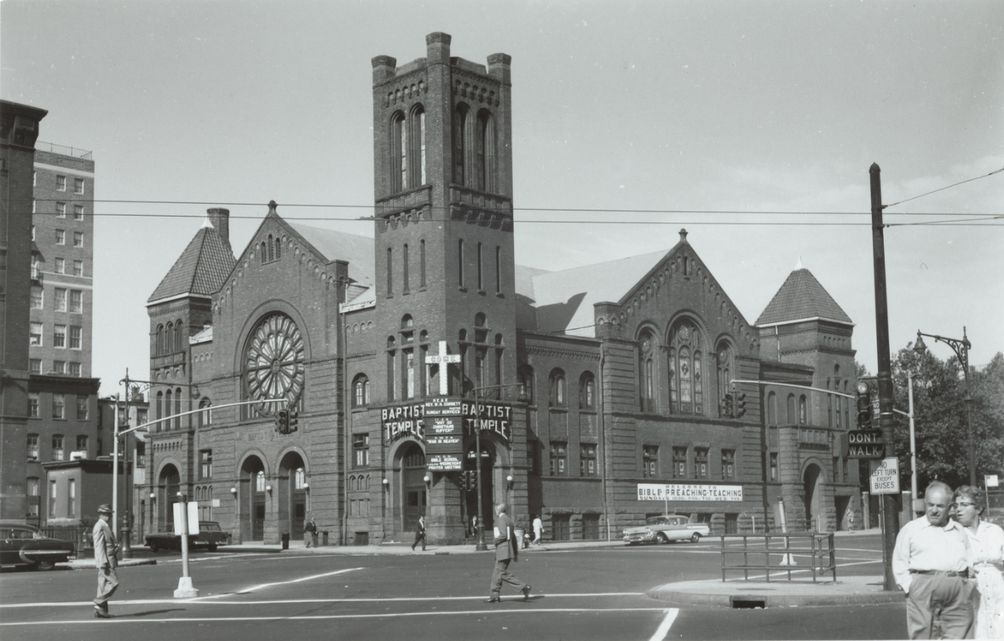 Baptist-Temple-Sactuary-32