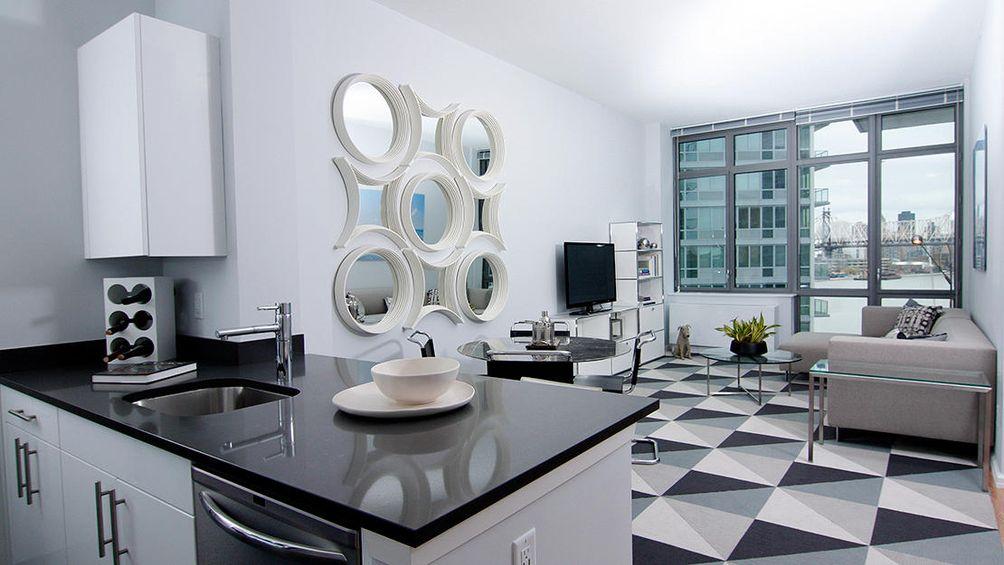 4610 Center Boulevard model residence