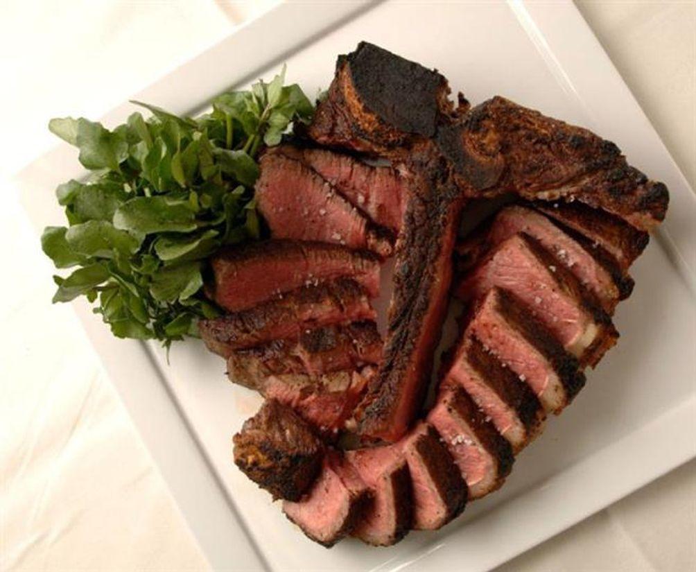 T-Bar-Steak-Lounge-01
