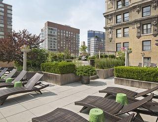 1 West Street exterior amenities