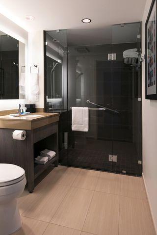 hyatt-house-bathroom