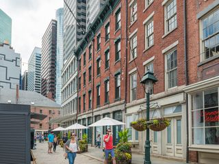 In The 1990s And Early 2000s Much Of Lower Manhattan S Office Real Estate Was Converted To Residential Developments These Luxury Conversions As Well
