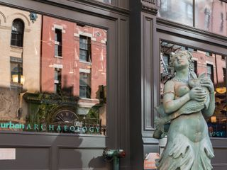 As A Neighborhood, Tribeca Has Many Draws: World Class Restaurants, Vibrant  Nightlife, Extensive Arts And Educational Opportunities, And Spacious  Apartments ...