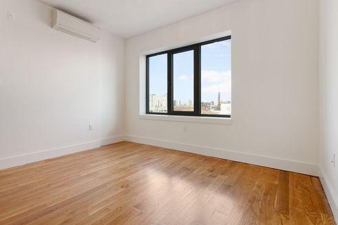 876 Bergen Street interiors