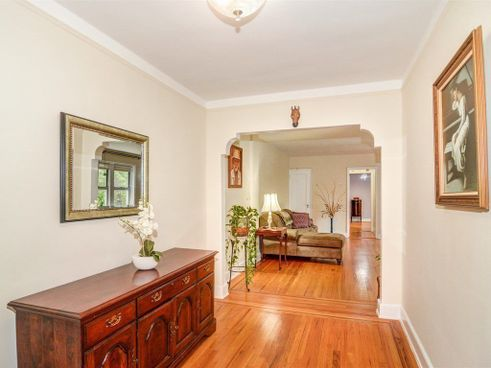 5420 Netherland Avenue interiors