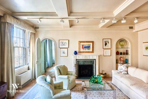 141 East 72nd Street living room