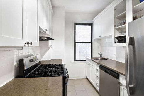 130 West 16th Street interiors