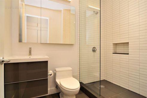 UES apartments bathroom NYC city life