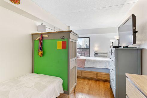 220-Manhattan-Avenue-03