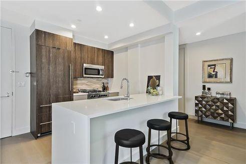 695 Sixth Avenue interiors