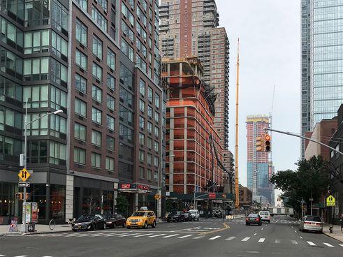 572-Eleventh-Avenue-023