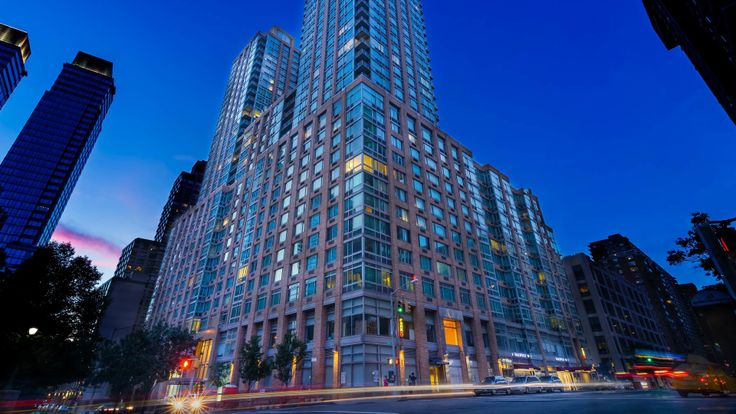 New listings at 101 West End Avenue on the Upper West Side offer incentives. (Image via Equity Residential)