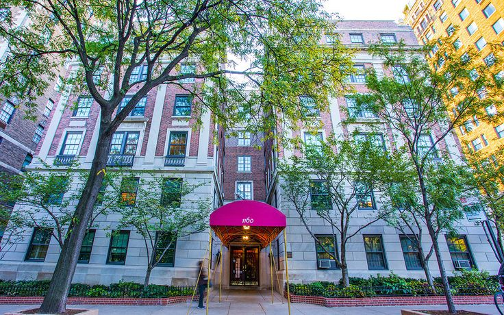 1160 Fifth Avenue features a canopied entrance and a two-story limestone base.