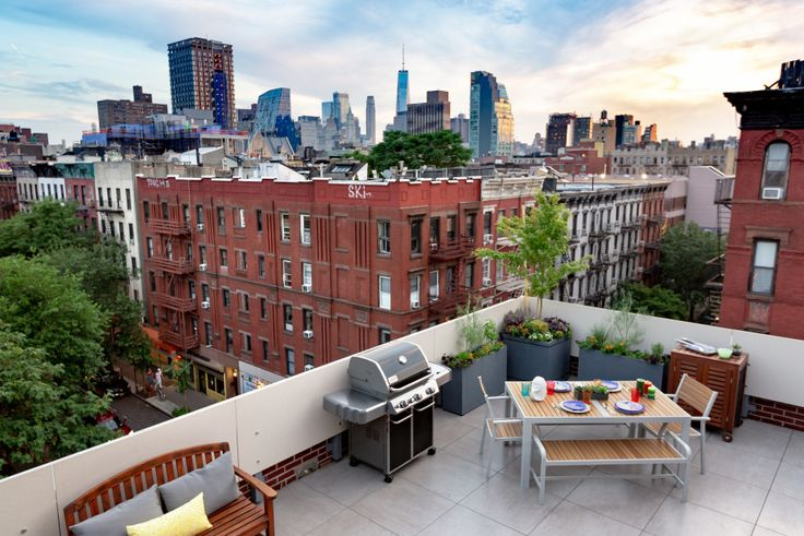Roof deck with view over the Lower East Side from 32 Clinton Street, #PH (Compass)