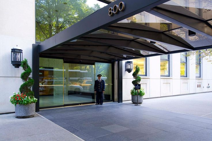 800 Fifth Avenue, on Central Park at the corner of 61st Street, offers white glove concierge and in-house valet services. (Urbana Properties)