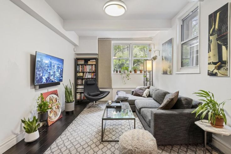 320 East 35th Street, #LC