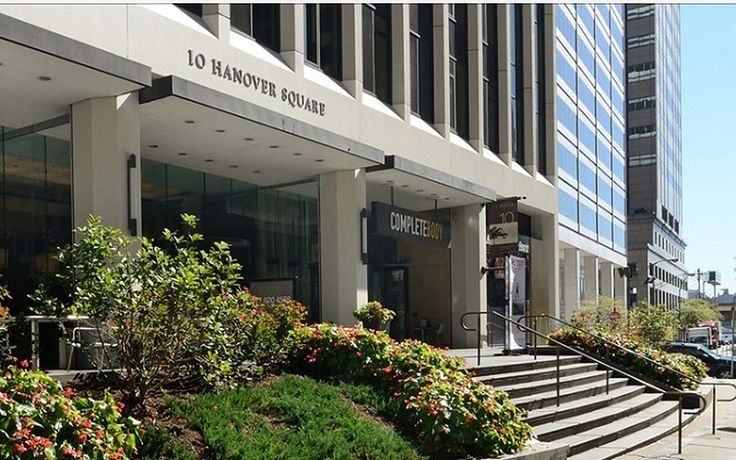 10 Hanover Square stands in the heart of the Financial District, now with an impressive slew of concessions.
