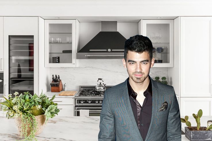 Joe Jonas and his energy-effficient condo listed at 199 Mott Street in NoLita  (By Anthony Citranohttp://www.zigzaglens.com - Joe Jonas, CC BY 2.0, https://commons.wikimedia.org/w/index.php?curid=18037682)