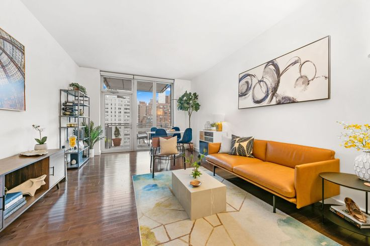 This one-bed condo in Murray Hill's Charleston is asking $1.15M and has central air, a private balcony, and a washer/dryer.