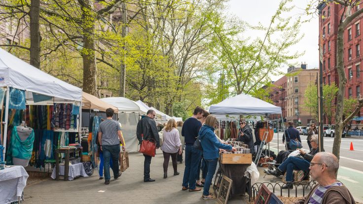 Amsterdam Avenue market next to the American Museum of Natural History (CityRealty)