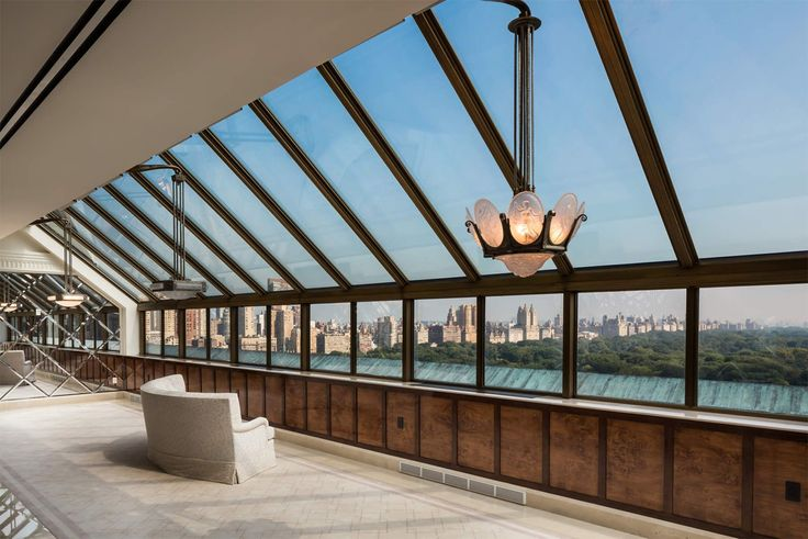 The Manhattan luxury market saw 24 contracts signed last week.