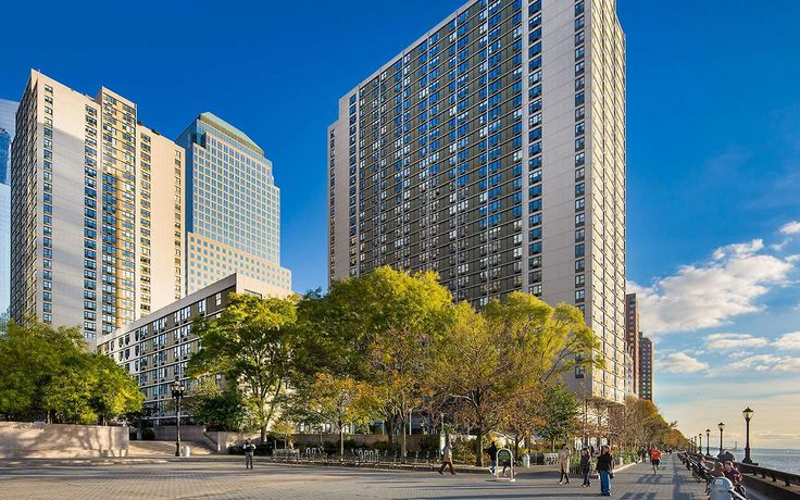 The Gateway rental complex provides a family-friendly environment in a waterfront community along the Hudson River. (Image via gatewayny.com)