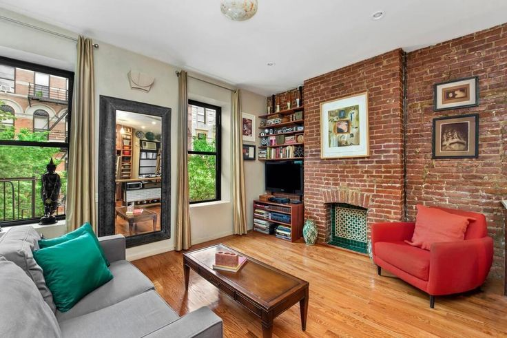 Priced at $499K, this one-bedroom is located in a HDFC regulated Manhattan Valley cooperative at 58 West 105h Street (Triplemint)