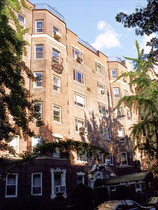 Gracie Gardens, 515 East 89th Street
