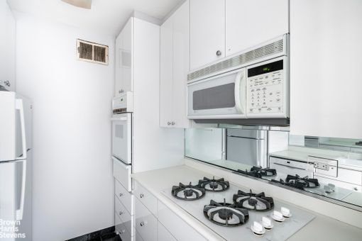 Plaza Tower, 118 East 60th Street, #32A