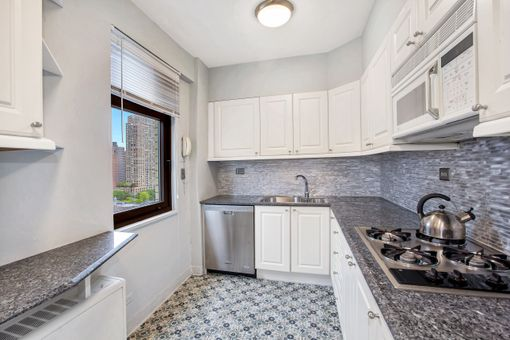 Gracie Towers, 180 East End Avenue, #16H